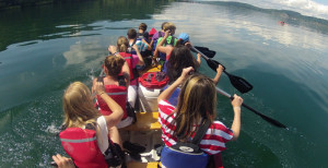 Marienschlucht Kinder auf Ruderboot - Rücken