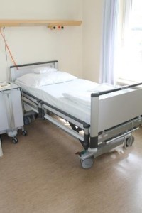 Bettenaustausch HKG 2_Die neuen Betten der Helfenstein Klinik-Technisch-funktionale Details betten sich harmonisch in modernes Design
