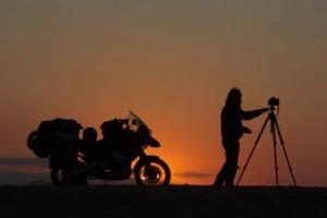 Planet Wüste Fotograf MM mit Motorrad