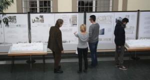 Entwürfe der vier Sieger im Rathaus